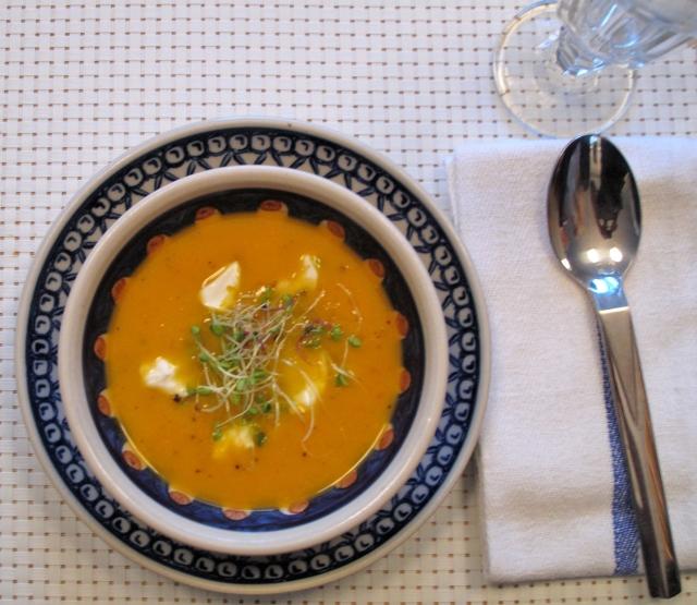 Haustsúpa með sætum kartöflum og gulrótum 2